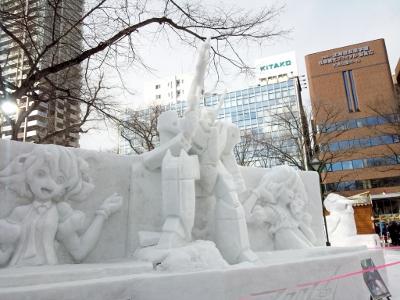 マクロス バトロイドバルキリー雪像 (400x300)