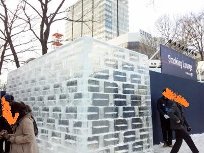 氷の壁の喫煙所 (400x300)