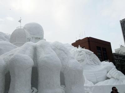 進撃の巨人雪像1 (400x300)