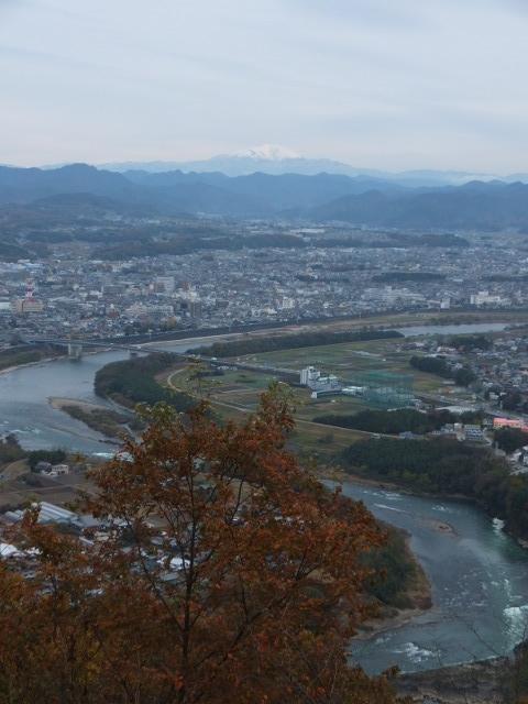 御嶽山と木曽川