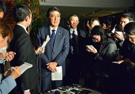 20151231_慰安婦日韓合意後に首相官邸で質問に答える安倍総理(470x328)