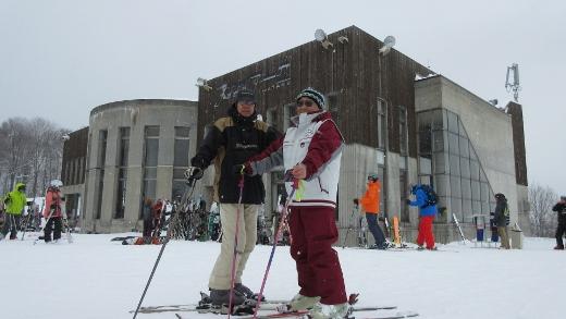 1月31日岩岳スキー場森さんと一緒に (520x293)