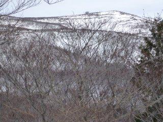 s04山頂小屋が見える