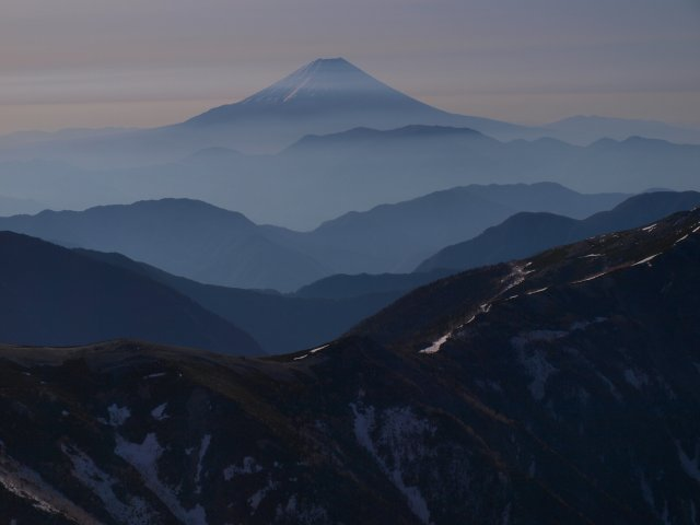 s塩見岳山頂からの富士山