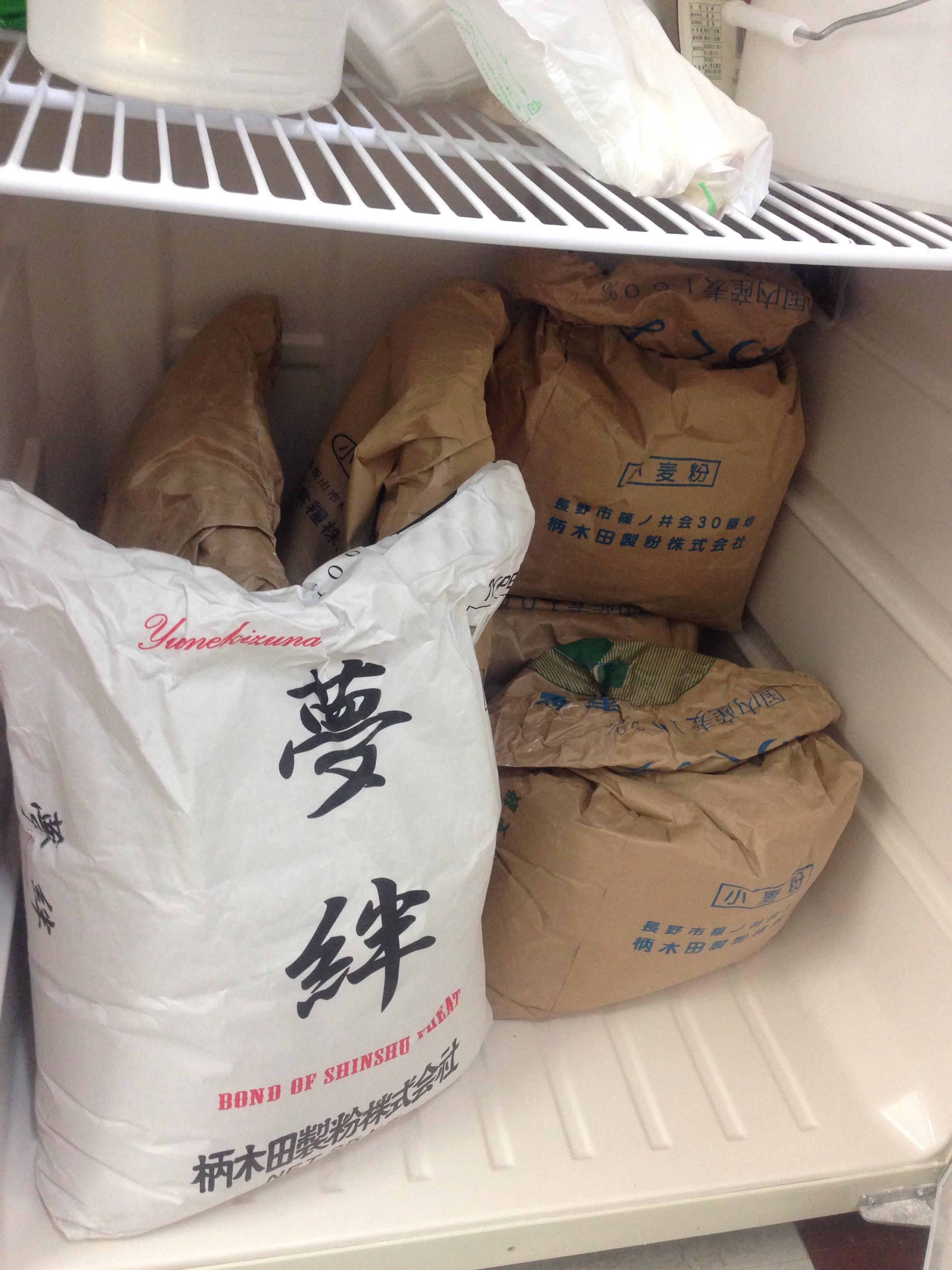 専用保冷庫で粉を保管中@東京都中野区新井3-6-7 麺の停車場楽麦舎