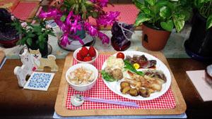 晩御飯 天ぷら・炊き込みご飯・小芋煮・ポテトサラダ