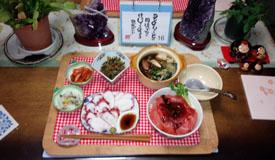晩御飯 まぐろ丼 タコ刺し 大根菜 大根酢物・キムチ ふく鍋