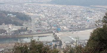 山頂からの眺め 錦帯橋