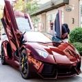 ワインレッドの車