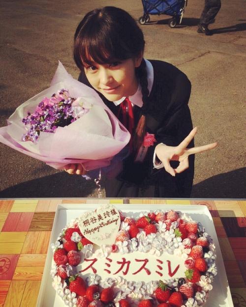 桐谷美玲、キュートな三つ編みヘアの制服姿を披露 「ちょー似合う」「JKにしか見えない」と絶賛の声1