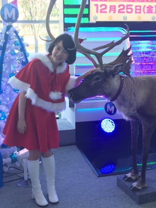 テレビ朝日・弘中綾香アナのサンタクロースコスプレが可愛すぎると話題に 「初々しい」「反則の可愛さ」と絶賛の声1