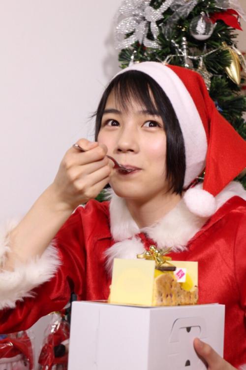能年玲奈、サンタクロースのコスプレを披露www4