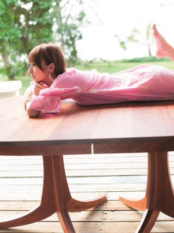 """【画像あり】篠田麻里子、『ヤングジャンプ』で""""ラスト水着"""" 37Pの大ボリューム3"""