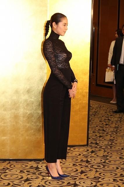 【画像あり】長澤まさみ、バストラインがはっきりとわかる黒のシースルードレスで魅了9