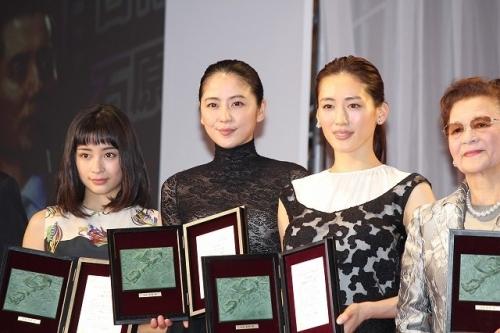 【画像あり】長澤まさみ、バストラインがはっきりとわかる黒のシースルードレスで魅了8