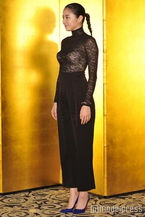 【画像あり】長澤まさみ、バストラインがはっきりとわかる黒のシースルードレスで魅了15