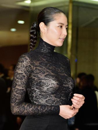 【画像あり】長澤まさみ、バストラインがはっきりとわかる黒のシースルードレスで魅了14