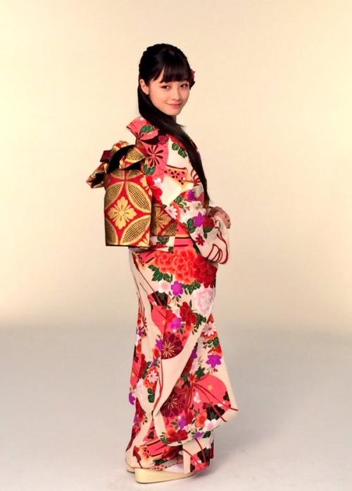 橋本環奈ちゃんが振り袖姿の写真公開2