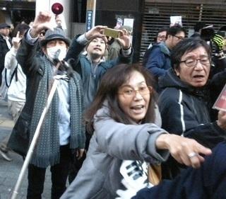 精神異常者・香山リカ「馬鹿野郎!豚野郎、死ね!」…中指を突き立てヘイトスピーチ【動画あり】3