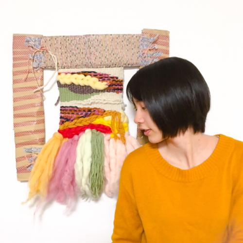 能年玲奈さん、ダンボール製の織り機で織物に挑戦6