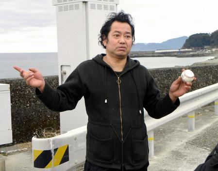 元巨人の野村貴仁氏、ヒゲを剃る2