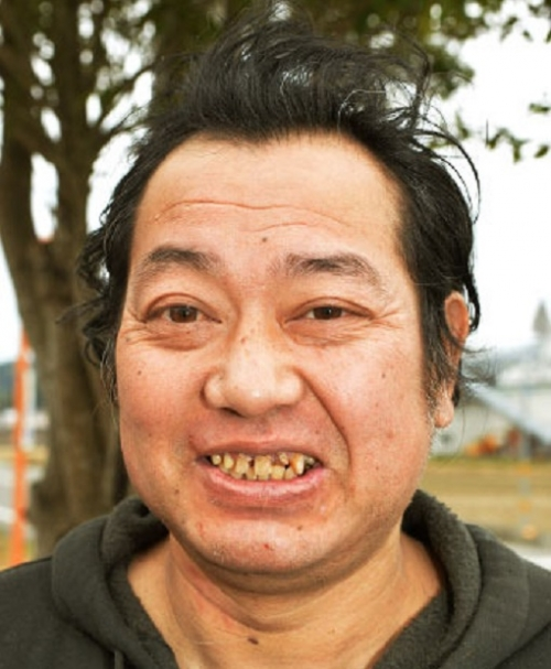 元巨人の野村貴仁氏、ヒゲを剃る4