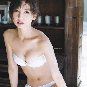 """【画像あり】篠田麻里子、『ヤングジャンプ』で""""ラスト水着"""" 37Pの大ボリューム"""