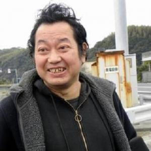 元巨人の野村貴仁氏、ヒゲを剃る