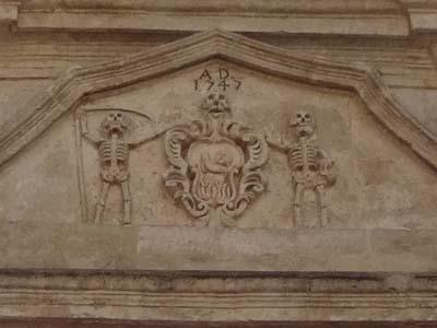 骸骨レリーフ