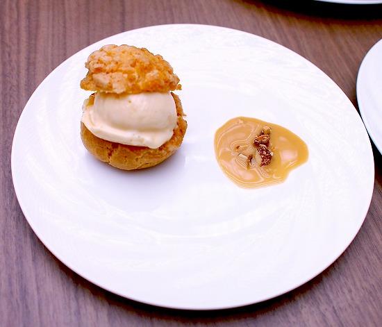クリスピークリームパフケーキとタヒチ産バニラビーンズのアイスクリーム01@東京ベイ舞浜ホテル クラブリゾート DINING SQUARE THE ATRIUM 2015年11月