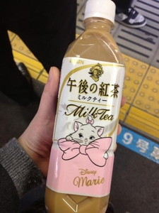 012Have you ever had Aristocat-themed Disney milk tea before