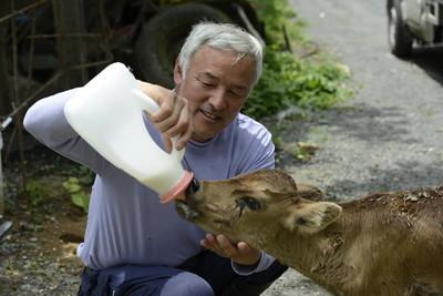 fukushima-radioactive-disaster-abandoned-animal-guardian-naoto-matsumura-1.jpg