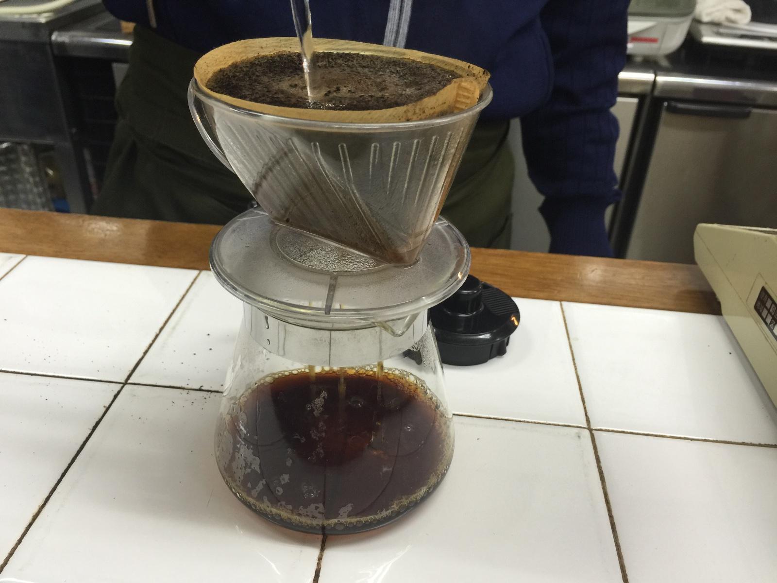 新世界にあるこだわりのコーヒー屋さん【スラウェシ ビーンズ ジャパン】濾過