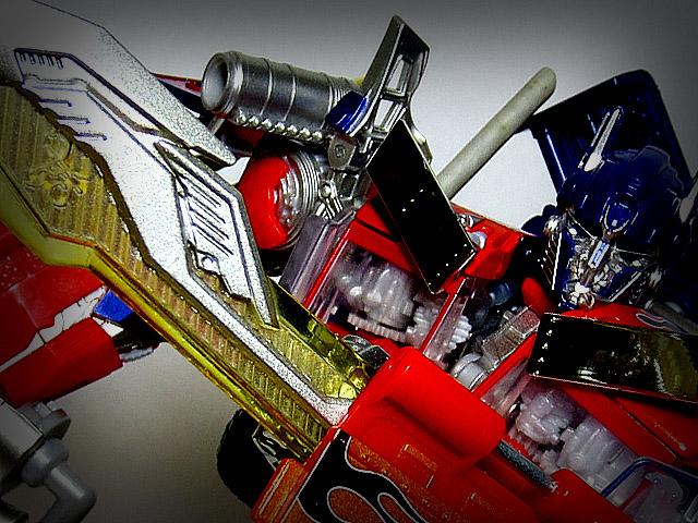TF_RA24_Buster_Optimus_Prime_02_01.jpg