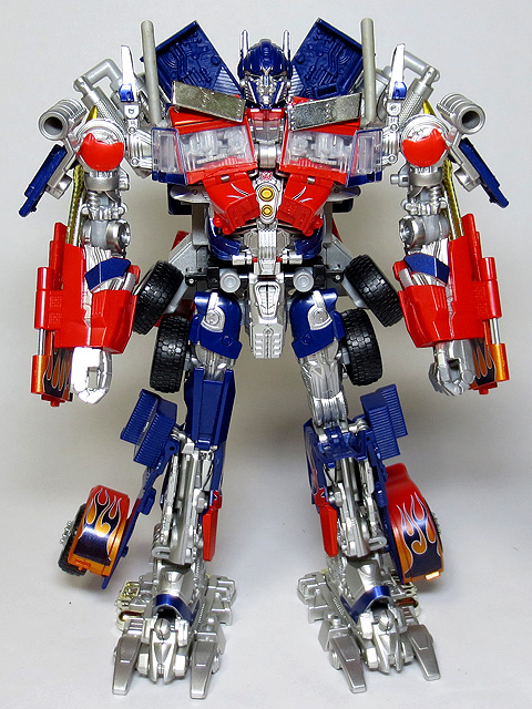 TF_RA24_Buster_Optimus_Prime_02_03.jpg