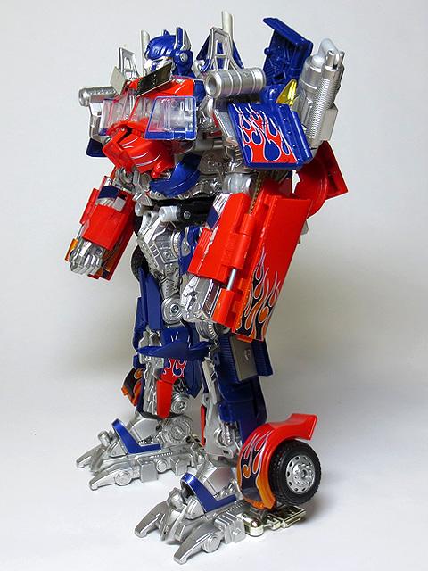 TF_RA24_Buster_Optimus_Prime_02_04.jpg