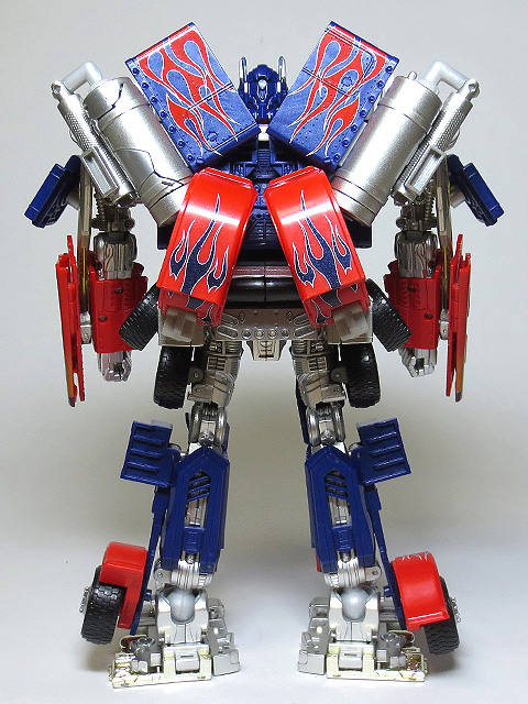 TF_RA24_Buster_Optimus_Prime_02_05.jpg