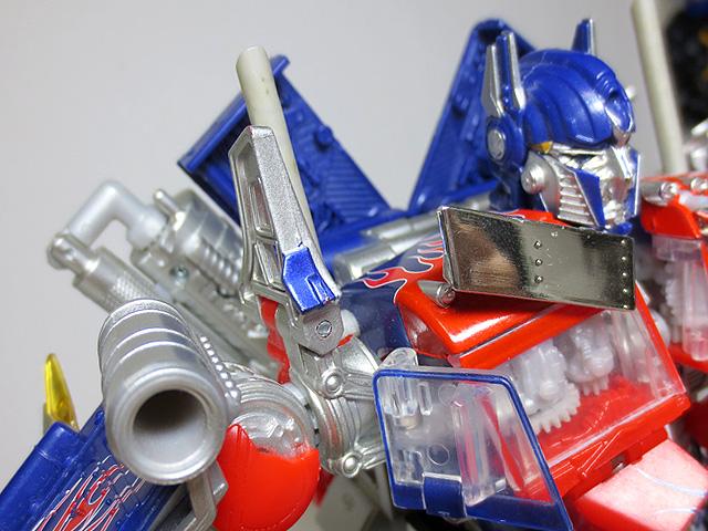 TF_RA24_Buster_Optimus_Prime_02_08.jpg