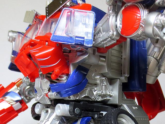 TF_RA24_Buster_Optimus_Prime_02_09.jpg