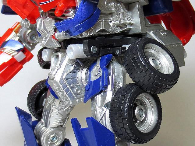 TF_RA24_Buster_Optimus_Prime_02_10.jpg