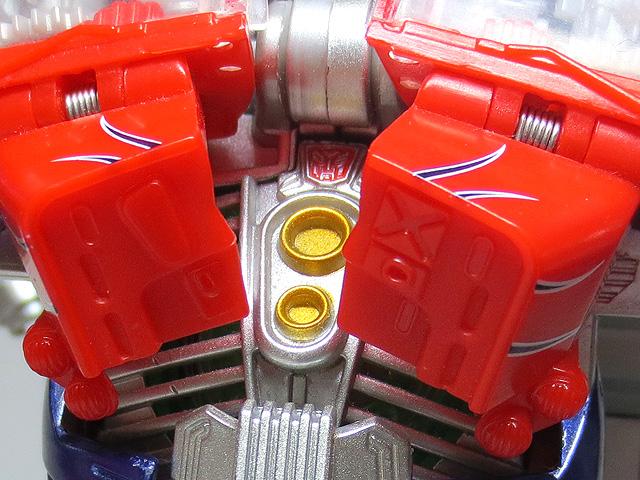 TF_RA24_Buster_Optimus_Prime_02_11.jpg