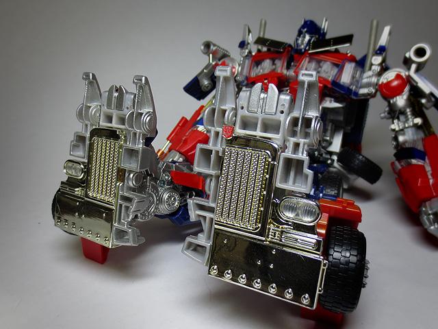 TF_RA24_Buster_Optimus_Prime_02_15.jpg