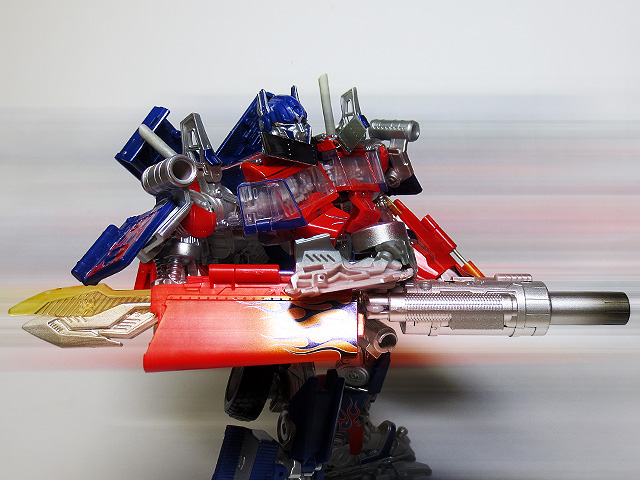 TF_RA24_Buster_Optimus_Prime_02_34.jpg