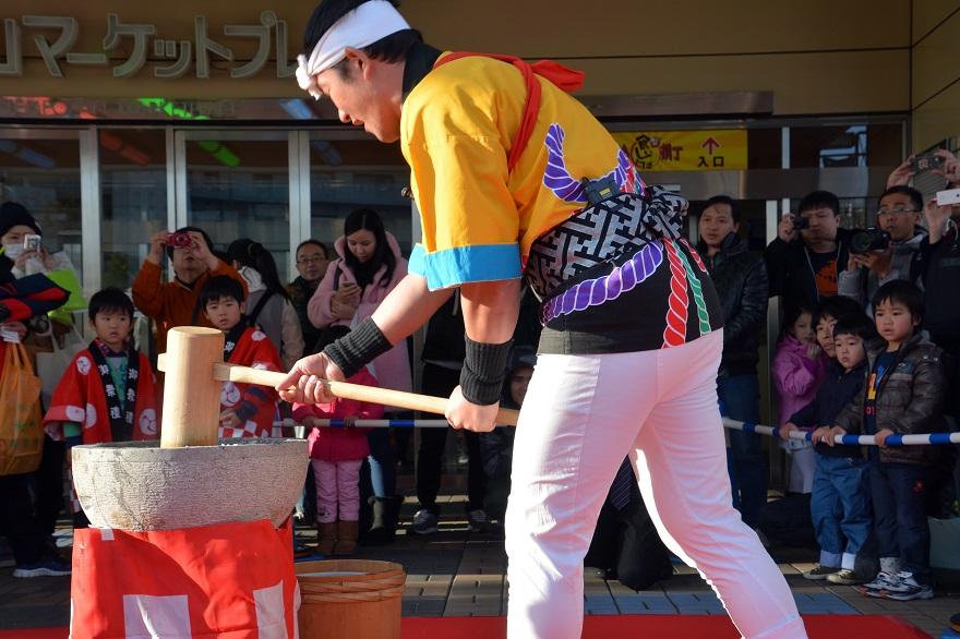 新春祝い餅つき (2)