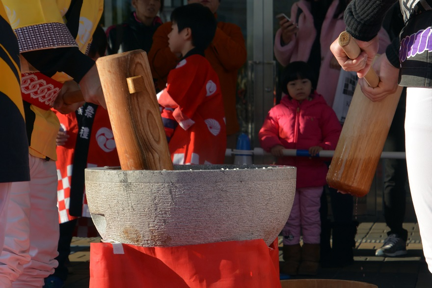 新春祝い餅つき (3)