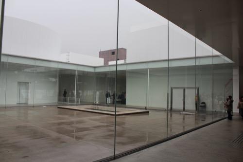 0006:金沢21世紀美術館 中庭①