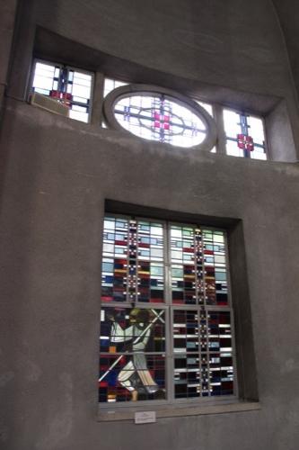 0008:世界平和記念聖堂 造形に満ちたステンドグラス