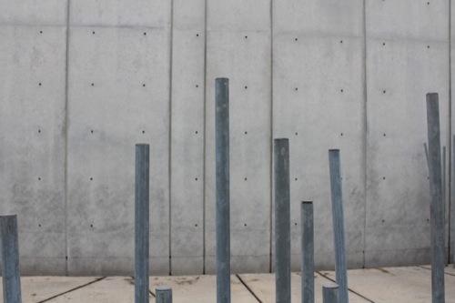 0033:ホキ美術館 杉並木に見立てた鉄骨