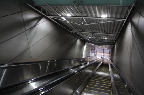 0037:新高島駅舎 エスカレーター