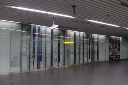 0037:新高島駅舎 設置されたアート作品